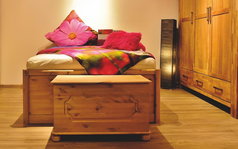 bedroom-4772018_960_720