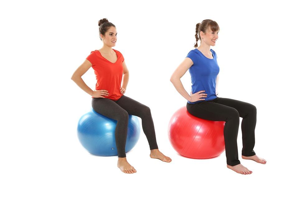 S velkým gymnastickým míčem můžete i házet, driblovat, a vzít jej do vody