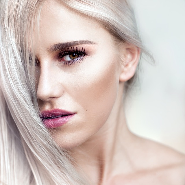 hezká blondýna