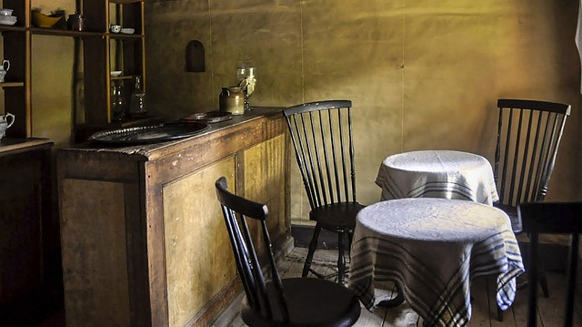kulaté stolky restaurace.jpg