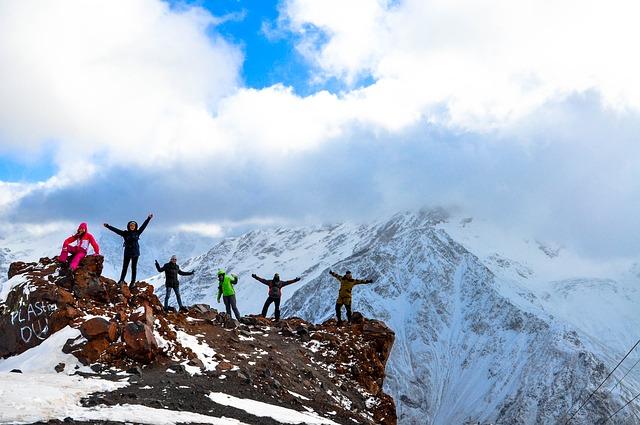 tým horolezců